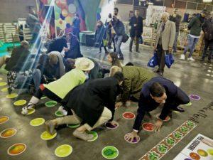 Representants de l'Ajuntament de València, jugant al Twister