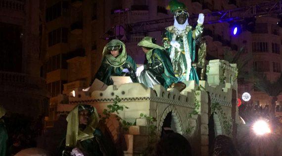 El rei Baltasar conquista els cors dels valencians
