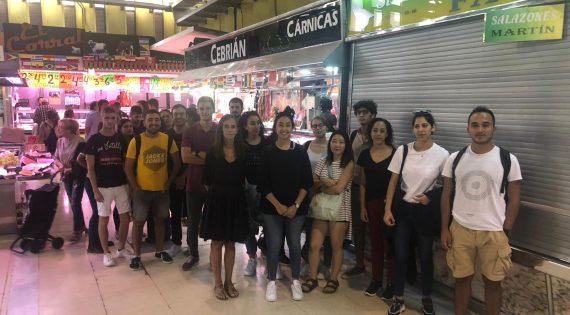 El Personal Shopper de Russafa explica als alumnes d'arquitectura el funcionament d'un Mercat
